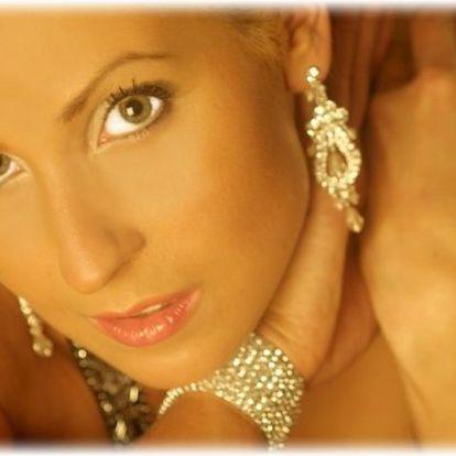 Buďte vyjímečná a dopřejte si luxus a eleganci s našimi štrasovými náušnicemi za vyjímečnou cenu.