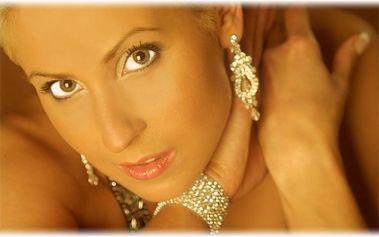 Buďte vyjímečná a dopřejte si luxus a eleganci s našimi náušnicemi za vyjímečnou cenu.