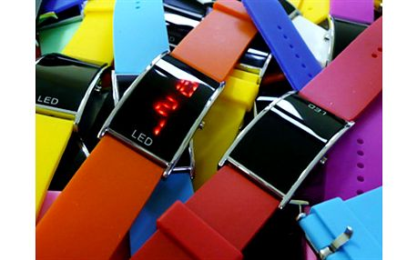 LED HODINKY KAXL v různých barvách se silikonovým náramkem Pořiďte si letošní HIT, tyto hodinky jsou náš jarní tip. Hodí se nejen pro milovníky sportovního stylu, díky barevné škále je skvěle nakombinujete i pro denní nošení.