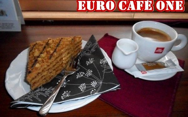 Jen 89 Kč za 2x medový zákusek MARLENKA + 2x lahodné ESPRESSO nebo osvěžující FRAPPÉ, to vše ve stylové kavárně Euro Café ONE! Skvělá příležitost sejít se s přáteli!