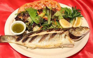 Grilovaný mořský vlk + smetanové brambory = rybí specialita. Pochutnejte si na 350-400gramovém mořském vlku s bramborami pečenými v alobalu!