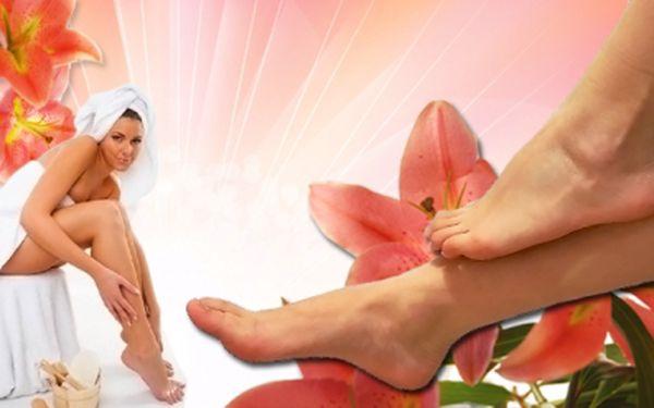 Dopřejte svým nohám po dlouhé zimě skvělou péči! Wellness pedikúru zahrnující peeling, zábal a masáž získáte s Hyperslevami s 52% slevou! Odměňte své nohy za jejich celoživotní službu uvolňující relaxační pedikúrou za 149 Kč!