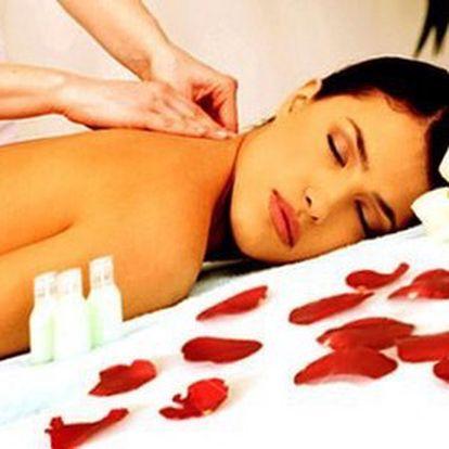 Relaxační masáž zad s použitím aroma olejů spolu s přístrojovou lymfodrenáží, je přesně to, co potřebujete. Zbaví Vám bolesti hlavy, příznaků stárnutí, zlepšuje krevní oběh.