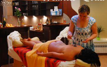 Lulur - indonéský rituál s exotickými vůněmi avokáda a vanilky. Relaxační masáž, peeling celého těla a hydratační masáž obličeje. 90 minut celotělového ošetření za 475 Kč.