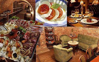 GURMET - 590 Kč za večerní menu pro 2 osoby ve vinárně Silvestr. Láhev luxusního vína, sýrovo - uzeninový talíř a mozzarella s rajčaty.