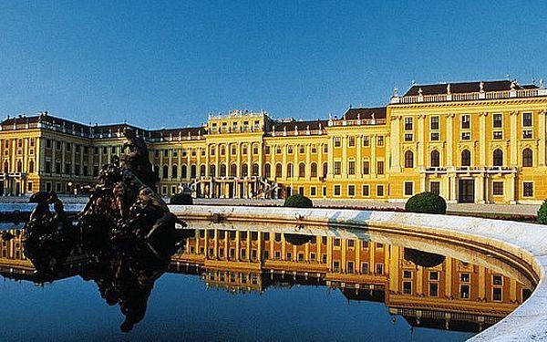 CELÁ ČR - 1611 Kč za dvoudenní víkendový zájezd do jarní Vídně, moravského vinného sklípku a Lednicko-Valtického areálu.