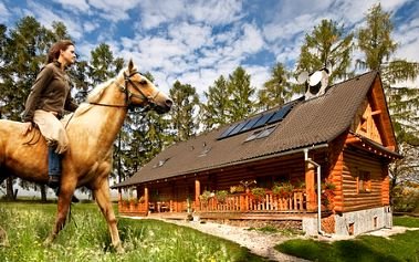 3-dňový pobyt pre 2 osoby v spoločnosti koní na Ranči u Trapera ZA POLOVICU! Vymeňte zhon za prekrásnu prírodu Slovenského raja a určite si odnesiete nezabudnuteľné zážitky! V cene raňajky aj jazda na koni!