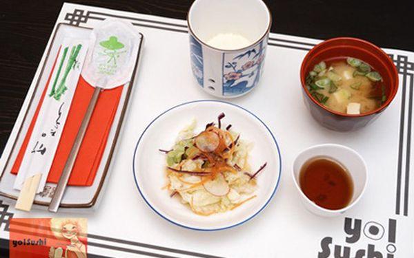 Obří SUSHI SET o 42 kusech až pro 4 osoby v YO! Sushi za 399 Kč.