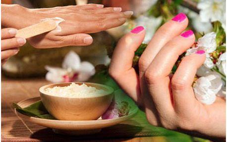 Aplikace Gel-Laku, kombinujícího jednoduchost laku a výdrž gelových nehtů. Krása, která vydrží týdny !