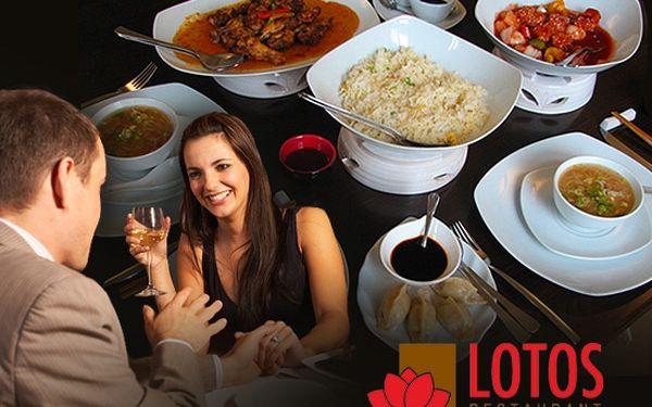 Lahodné orientální menu pro dvě osoby ve stylovém prostředí Lotos Restaurantu za 389 Kč! Višňové víno, kachní vývar, masové knedlíčky, jemně pikantní křidélka, vepřové kousky a další se slevou 46%!