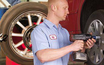 Jarní přezutí pneumatik včetně vyvážení všech kol. Platí na disky o velikosti až 19 palců. Ideální pro osobní auta i SUV.