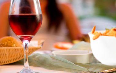 Pouhých 49 Kč za 2x 2dl vína dle výběru (Veltlínské Zelené, Modrý Portugal) + 1x porce pražených mandlí v prvním CURRY BARU v Brně. Vše se slevou 54 %.