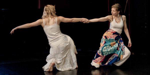 Měsíční předplatné tanečního kurzu KONTAKTNÍ IMPROVIZACE - 4 lekce pohybu.