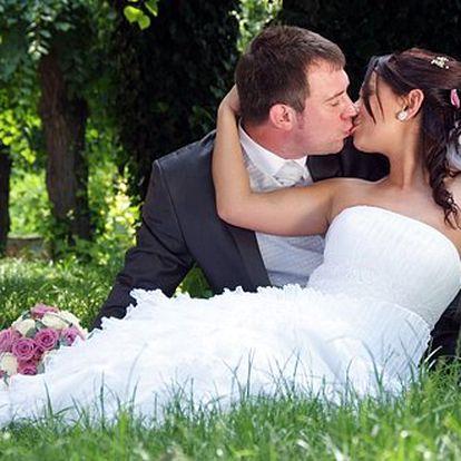 OLOMOUC - 1390 Kč za profesionální focení svatby. Nechte se vyfotografovat od profesionálů a Vaše vzpomínky zůstanou jako živé.