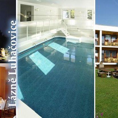 Jen 1 590 Kč za 3 denní relaxační pobyt pro jednoho v LUHAČOVICÍCH s procedurou, vyhřívaným bazénem se slanou vodou a polopenzí