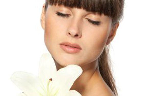 249,- Kč za ostrovní regenerační masáž obličeje a dekoltu! Zajděte si na masáž, která zpomaluje stárnutí pleti!