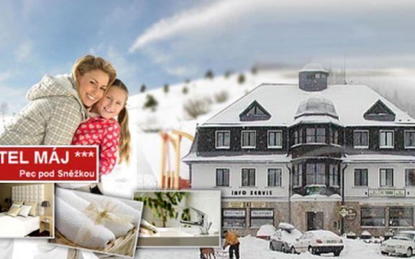 Čtyřdenní pobytový balíček v hotelu Máj*** v centru Pece pod Sněžkou s PLNOU PENZÍ! Akční cena 1490 Kč! Neutrácejte v restauracích, jídlo máte v ceně! 50% sleva!