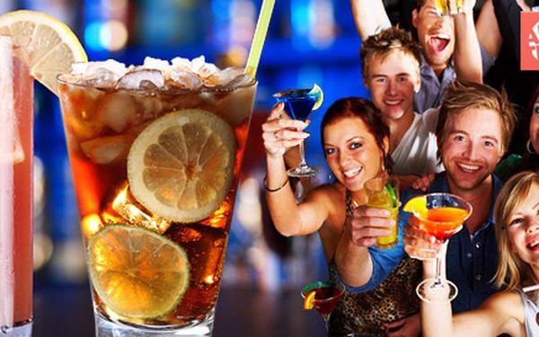 TŘI míchané drinky. Rozjeďte skvělý večer v rytmu Cuba libre nebo Sex on the beach.