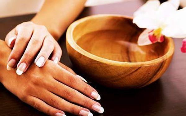 Japonská manikúra P-Shine – vybírejte japonskou manikúru z včelího vosku nebo zpevnění a úpravu nehtů gel lakem. Pořiďte si na jaro pevné pěstěné nehty!