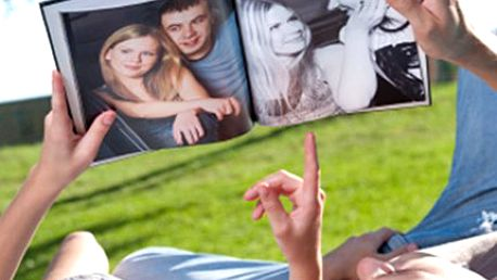 FOTOKNIHA A4 v měkké vazbě, 72 stran Vytvořte si ze svých fotografií fotoknihu velikosti A4 o 72 stranách. Provedení v měkké vazbě, kvalitní tisk na lesklý papír, jednoduché sestavení. Podělte se o zážitky s ostatními.
