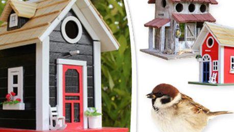 Originální PTAČÍ BUDKY a KRMÍTKO Tři varianty ptačích budek a krmítka vyrobených z kombinace kvalitního dřeva a dřevotřísky. Oživte svou zahradu nebo verandu.