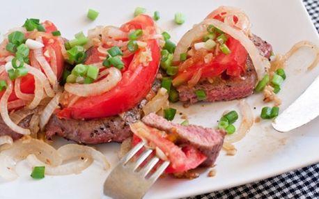 200g Biftek z irského hovězího masa na barevném pepři s hranolky a tatarkou, k tomu pivo 10 Březňák nebo limonáda 0.5l, to všechno jen za 99 Kč!