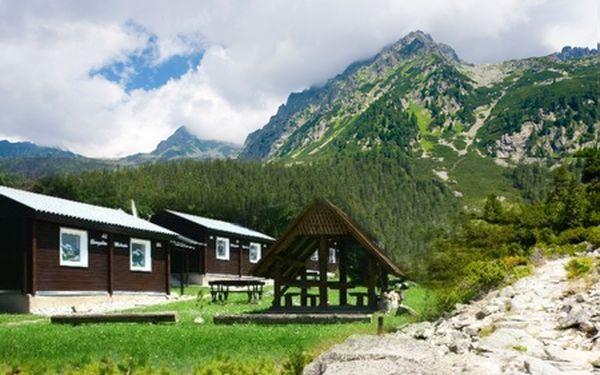 Pobyt na 3 alebo 4 dni v chatkách JASNÁ! Príjemné ubytovanie, nekonečné možnosti na aktívnu turistiku, oddych, šport, výlety i zábavu! Zoberte rodinu alebo priateľov a odreagujte sa v horách naplno, či už na jar alebo v lete!