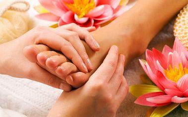 Uvolňující masáž chodidel, prstíků, nártů a kotníků s parafínovým zábalem