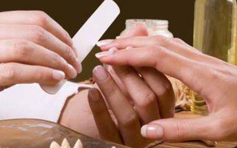 Za pouhých 215 Kč pro vás máme manikúru včetně masáže, kávového peelingu a lakování nehtů a nebo si k tomuto skvělému balíčku dopřejte parafínový zábal a zaplaťte jen 270 Kč.Mějte krásné ruce!