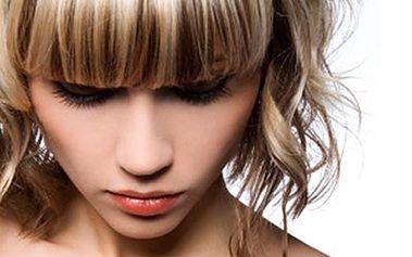 Dámský KADEŘNICKÝ BALÍČEK - jaro s novým účesem Mytí vlasů spojené s masáží hlavy, kreativní či klasický střih na míru, foukaná, žehlení a závěrečný styling. Možnost využít také ultrazvukovou žehličku a zesvětlující melír. Buďte trendy.