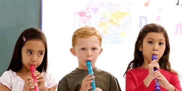 Výuka hry na zobcovou flétnu pro Vaše děti za skvělých 399 Kč! Hra na flétnu podporuje správné dýchání a rozvíjí kolektivní hudební vnímání. Sleva 72%!