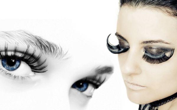 Permanentní PRODLUŽOVÁNÍ ŘAS v kosmetickém salonu v Kroměříži jen za 489 Kč! Mějte nádherné a dlouhé řasy bez líčení! Prodloužení metodou řasa na řasu se slevou 69%!