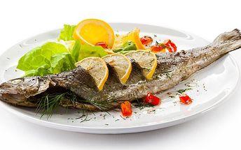 200g filetovaný pstruh s bylinkovým máslem a bramborem pečeným v alobalu v creamfresh za lákavých 175 Kč! Nejlepší česká ryba s delikátní chutí v Restauraci Hobit!