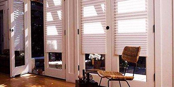 Samonalepovací žaluzie z plisovaného papíru – speciální úprava omezuje usazování prachu. Moderní a ekologická alternativa klasických žaluzií, oboustrannou lepenkou přilepíte na rám nebo okno