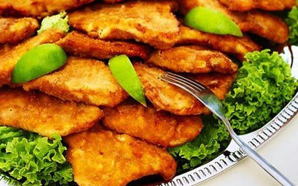 460 g kuřecích špalíčků a 300 g řízečků včetně 200 g amerických brambor a 100 g zeleninové přílohy