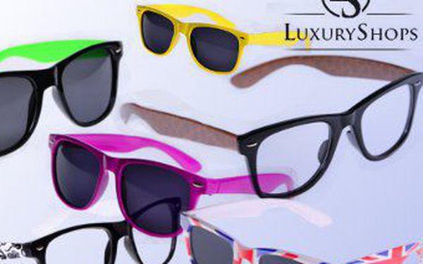 HIT LÉTA! Jaro, za chvíli léto, slunce, pláž a párty! Vybavte se skvělými módními brýlemi WAYFARER ve velkém množství barev a vzorů za parádních 109 Kč! Fajn sleva 45 %! V nabídce máme sluneční ičiré.
