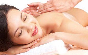 60 min MASÁŽ - LOMI LOMI, thajská nebo lávovými kameny Havajská masáž LOMI LOMI za pomoci horkých aromaterapeutických olejů, thajská olejová masáž doplněná o akupresuru nebo masáž lávovými kameny. Nechejte se hýčkat.