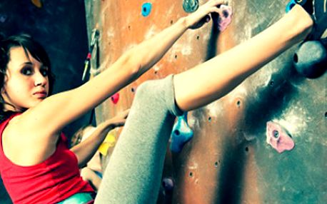 LEZENÍ na umělé stěně pro 2 + káva 1 hodina lezení pro dvě osoby na umělé stěně lezeckého centra YMCA s etiopskou kávou. Určeno jak pro rekreační tak profesionální lezení. Vyzkoušejte své síly.