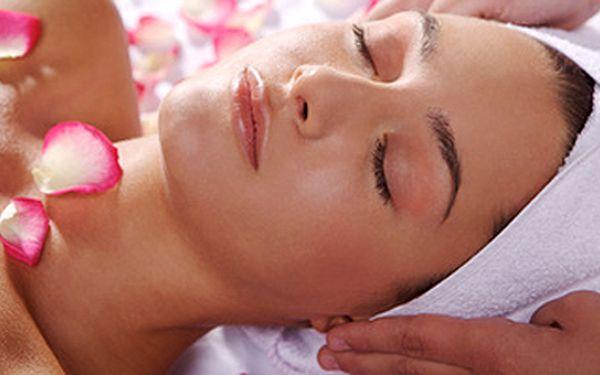 Lymfatická masáž obličeje - používány luxusní kosmetické přípravky značky PAYOT.