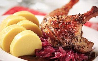 1,8 kg PEČENÉ KACHNY s knedlíkem a zelím pro 2-4 osoby 1,8 kg pečené kachny s ým houskovým a bramborovknedlíkem, červeným a bílým zelím. Vhodné pro 2 - 4 osoby. Užijte si s přáteli gastronomický zážitek.