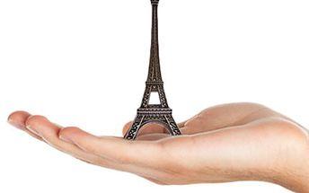 2x vstup do MUZEA MINIATUR - nechte se ohromit Eiffelova věž uvnitř višňové pecky, nejmenší vydání Čechovovy povídky Chameleon na světě, jízdní kolo z ryzího zlata na šicí jehle a další unikátní exponáty. Nechejte se ohromit.
