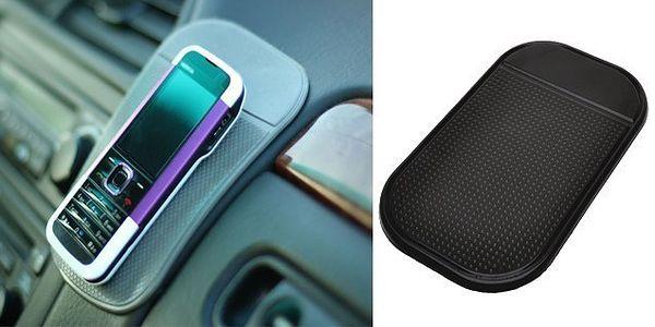 Revoluční černá nanopodložka vhodná do auta na brýle, GPS navigaci nebo mobilní telefon, přilne a již nepustí ke všem povrchům v autě i domácnosti! Poštovné pouze 25 Kč!