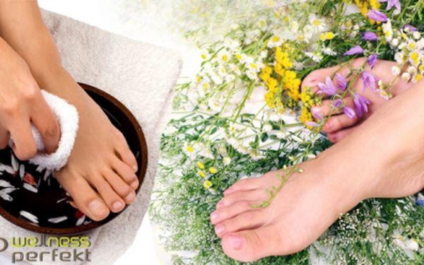 Suchá pedikúra + bylinkový zábal na nohy za 149 Kč! Skvělá péče pro Vaše nohy za krásnou cenu! Zrohovatělou kůži na nohách Vám odstraní zkušená pedikérka bruskou k tomu určenou. Ale nebojte se, metoda je bezpečná a bezbolestná.