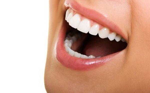 Bělení zubů - reprezentující a krásné zuby. Přivítejte jaro s krásným úsměvem za pouhých 599 kč. Bezbolestná metoda bez dlouhotrvající citlivosti zubů.