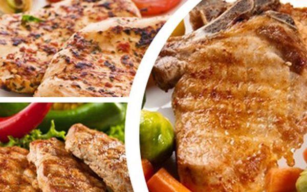 MASOVÉ HODY: 600 gramů kuřecího a vepřového masa 200g kuřecích prsíček, 200g vepřové kotlety a 200g vepřové krkovice a zeleniny. Gurmánský mix v restauraci Gloria.