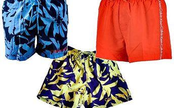 Luxusní značkové koupací kraťasy Calvin Klein za akční cenu! K dostání jsou nejrůznější vzory a velikosti S-XL! Buďte sexy a trendy u bazénu i moře
