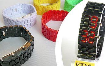 LED HODINKY KAXL: buďte trendy v různých barvách Stylové hodinky KAXL s plastovým náramkem v pěti barevných variacích a s LED displejem, který se aktivuje až po stisku tlačítka. Žhavý trend mezi módními doplňky.