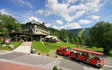 Třídenní jarní pobyt, krásné prostředí Krkonoš, luxusní hotel s vířivkou, saunami a bazénem. Nekupte to za tak LUXUSNÍ CENU 2600,- pro DVA!