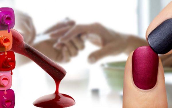 Krásné, zářivě nalakované a upravené nehty bez škrábanců 14 dní? ANO - to je originál Shellac! Manikúra s aplikací Shellacu nyní za 250 Kč! Ušetřete 55%!