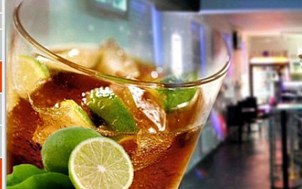 Super nadupaný Maxi drink Cuba Libre v BarBaru